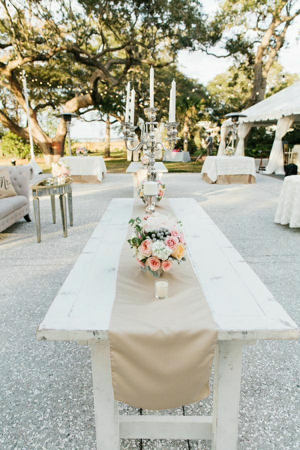 1-chemin-de-table-beige-en-lin-décoration-de-table-en-bois-blanc-jardin