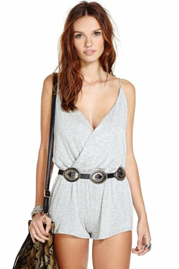 1-combinaison-en-tricot-gris-court-femme-mode-ete-2015-sac-a-main-ceinture