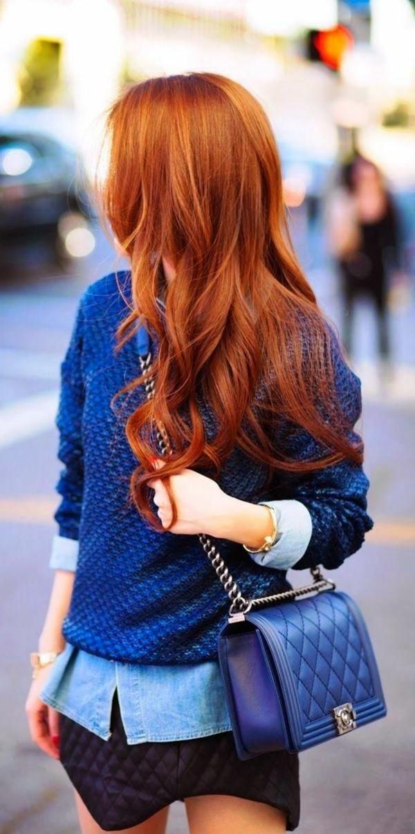 1-couleur-de-cheveux-tendance-rouge-orange-femme-bleu-sac-sacoche-femme