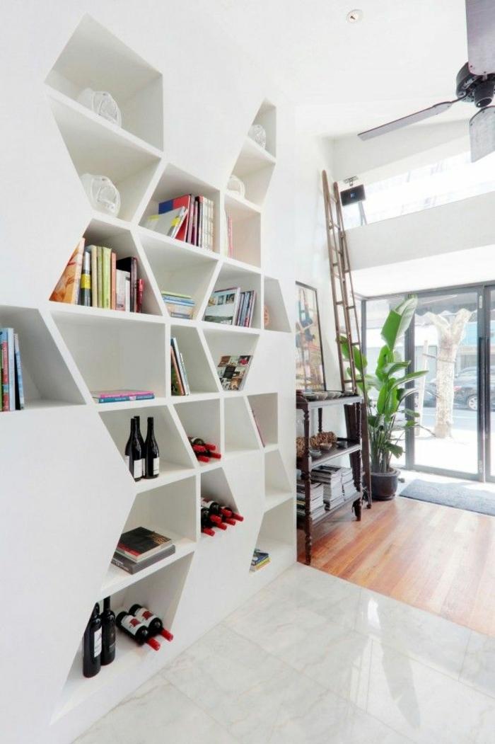 1-cube-de-rangement-en-bois-blanc-livres-etageres-plante-verte-salle-de-séjour-parquet-carrelage
