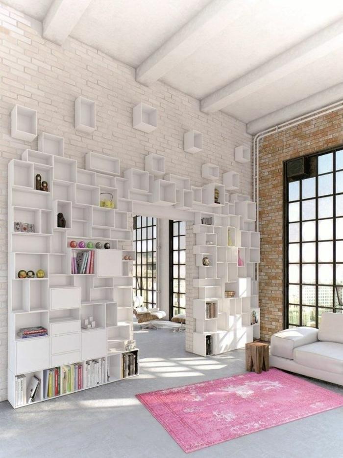 1-cube-de-rangement-en-bois-idée-livres-etageres-cubes-blanches-salon-vaste-plafond-haut
