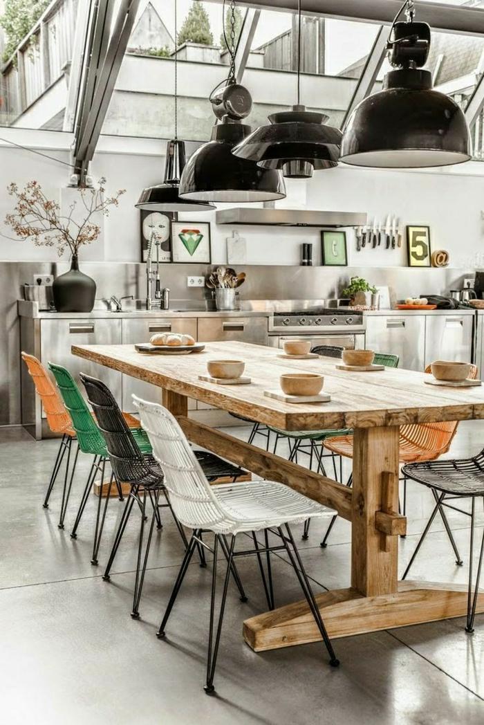 1-cuisine-loft-atelier-table-en-bois-massif-idée-originale-aménagement-saol-gris