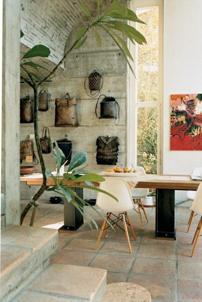1-cuisine-murs-en-pierre-carrelage-plantes-vertes-table-en-bois-chaise-en-bois-plastique-blanc