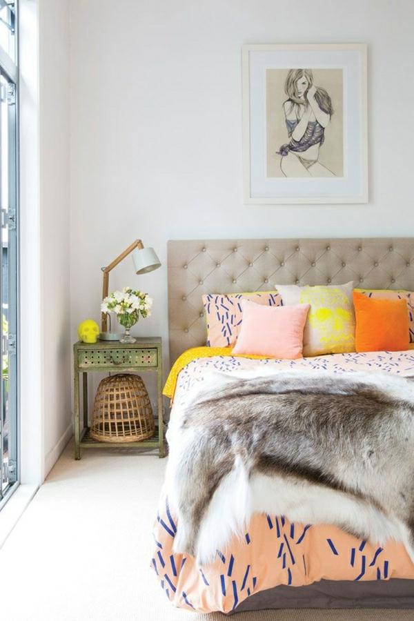 1-deco-cocooning-coussins-colorés-table-de-chevet-en-fer-fleurs-couverture-de-lit-en-cuir