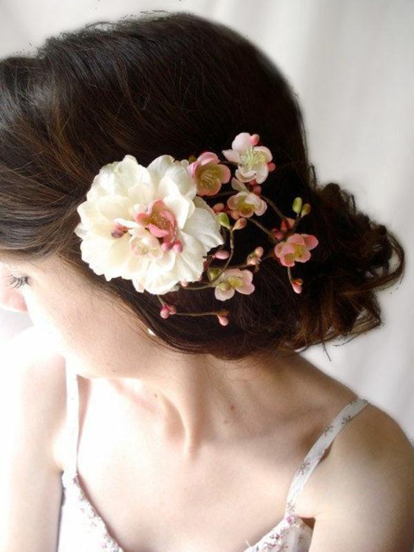 1-fleurs-coiffure-bijou-de-cheveux-brunette-mode