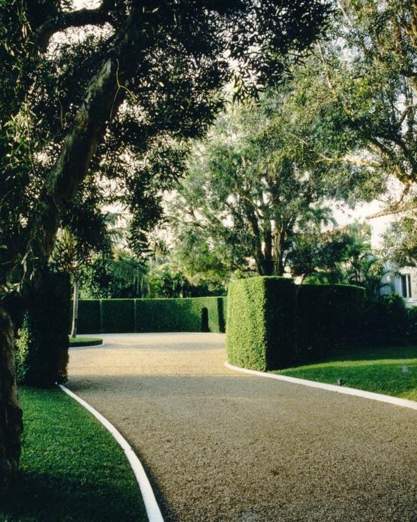 1-gravier-pour-alée-jardin-vert