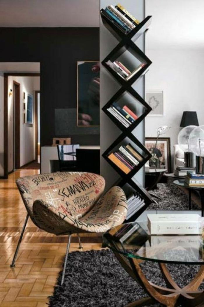 1-idée-de-rangement-etagere-en-forme-de-cube-en-bois-noir-salon-confortable-parquet