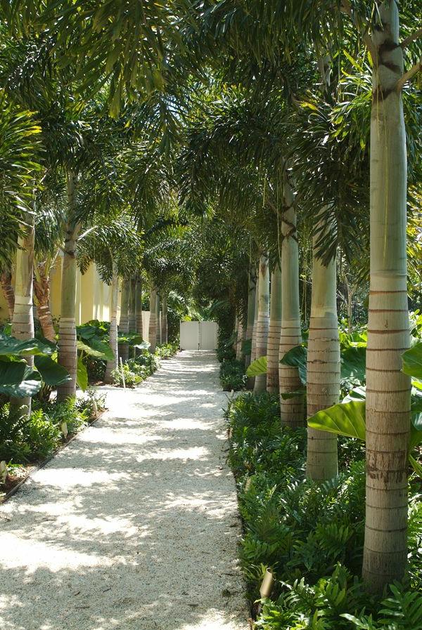 1-idée-jardin-galets-décoratifs-blancs