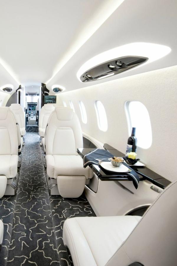 1-intérieur-jet-privé-avion-privé-canapés-en-cuir-blanc
