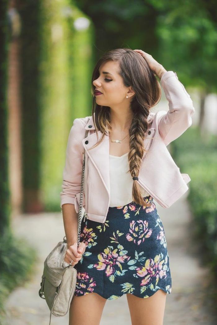 1-jupe-haute-jupe-moulante-jupe-crayon-colorée-fille-cheveux-longs