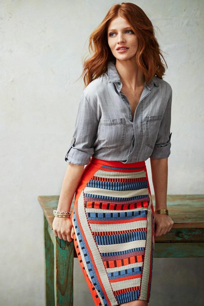 1-la-jupe-crayon-colorée-chemise-en-denim-femme-cheveux-oranges