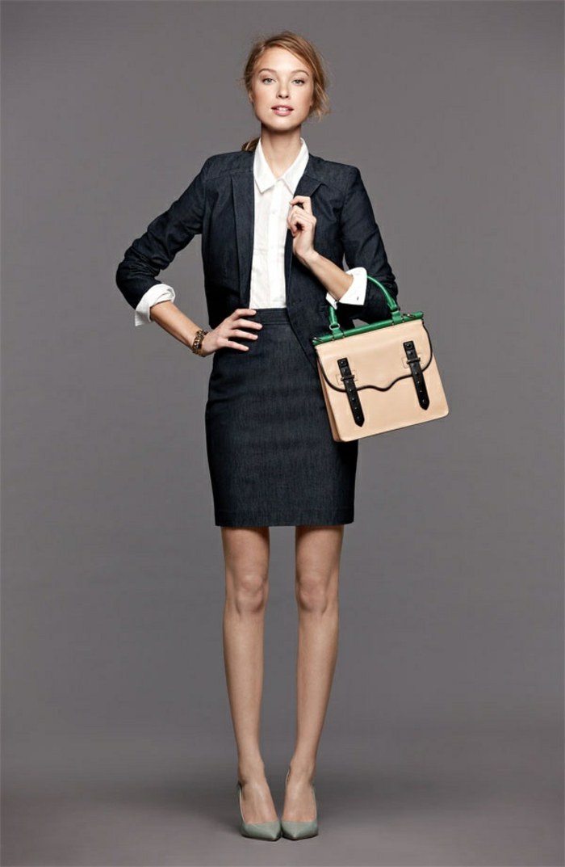 1-la-jupe-crayon-pour-aller-au-bureau-sac-a-main-en-cuir-beige-femme-blonde