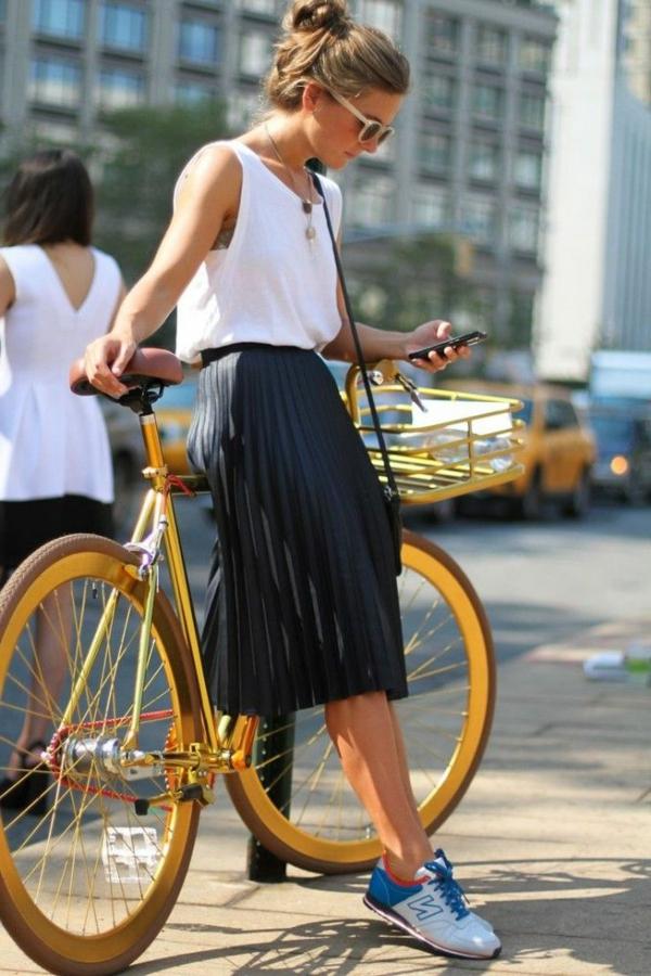 1-la-lupe-mi-longue-noire-velo-jaune-mode-street