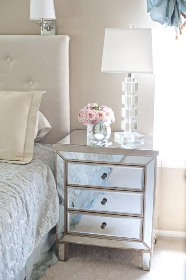 Comment choisir la plus belle lampe de chevet for Chambre a coucher blanche design
