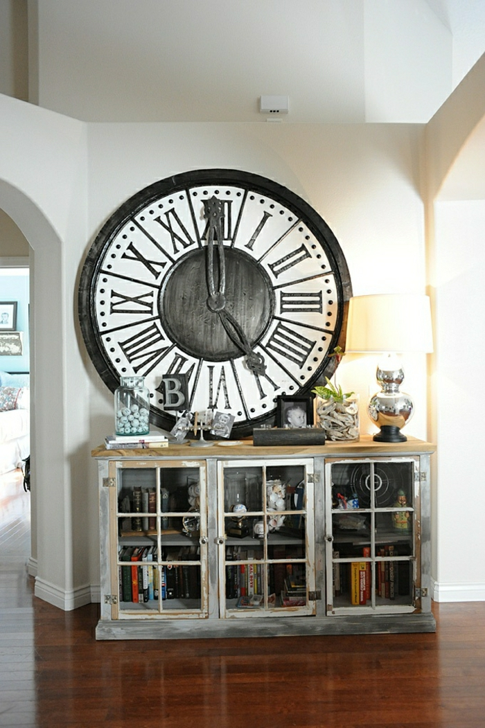 1-le-plus-grande-pendule-murale-décorative-de-couleur-noir-meubles-sol-en-parquet