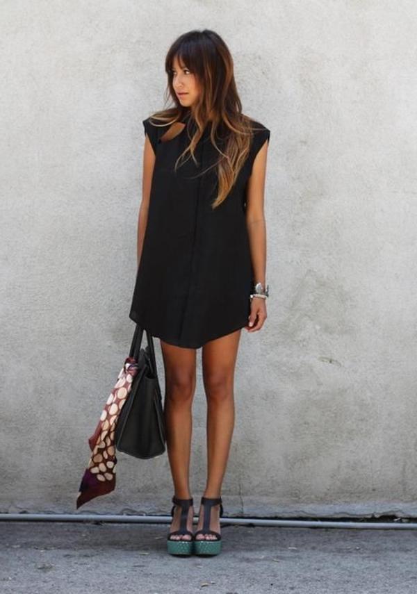 1-les-sandales-talons-chaussures-platforme-bleu-noir-femme-balayage-cheveux