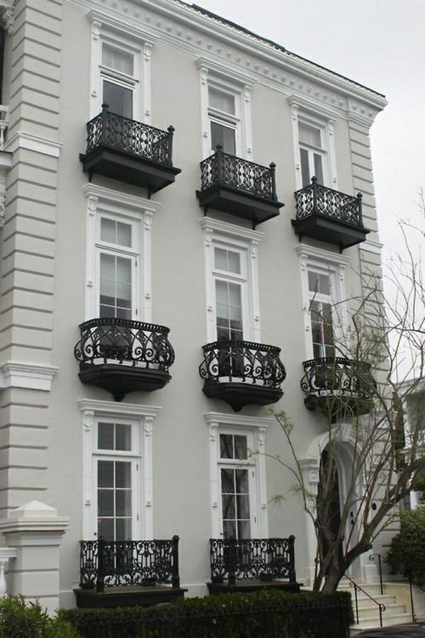 1-maison-avec-une-architecture-ancienne-arbre-maison-gris-extérieur-façade