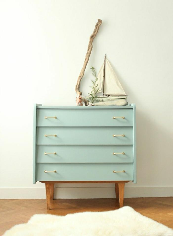 1-meuble-d-appoint-commode-en-bois-coloré-bleu-ciel-décoration-sol-parquet