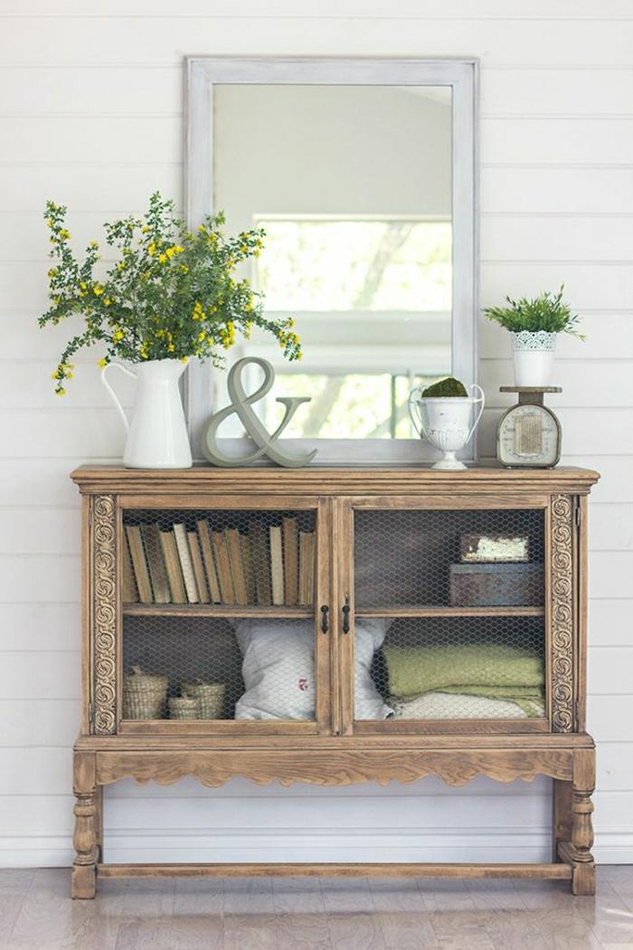 1-meuble-en-bois-fleurs-livres-aménagement-idée-originale-sol-en-parquet-miroir
