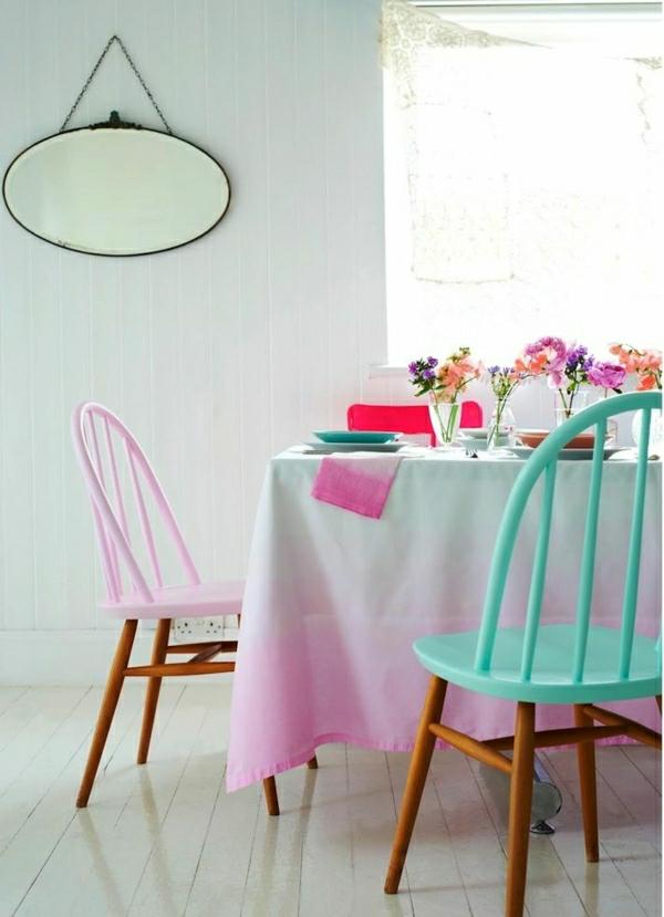 1-nappe-blanche-rose-nappe-de-table-fleurs-décoration-de-table-set-de-table-coloré-chaises