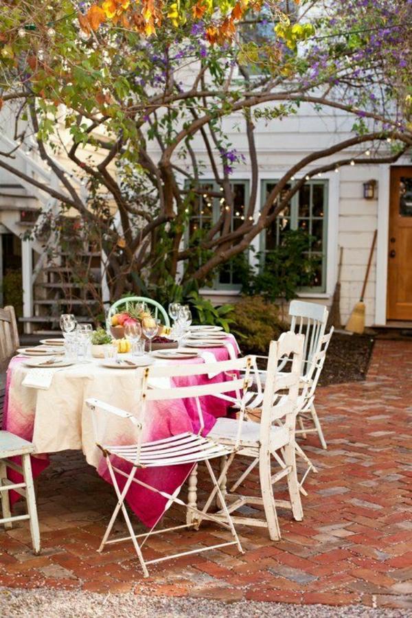 1-nappe-de-table-élégante-blanc-rose-table-de-jardin-chaises-en-fer-blanc