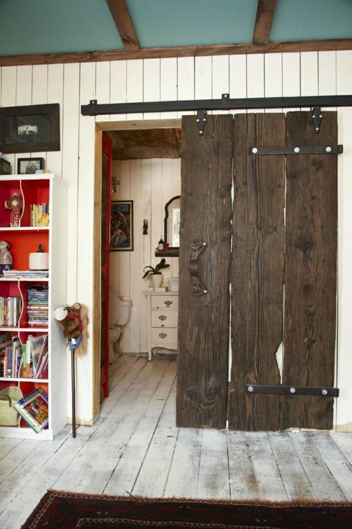 1-porte-coulissante-intérieur-salon-sol-en-planchers-étagère-en-bois-livres