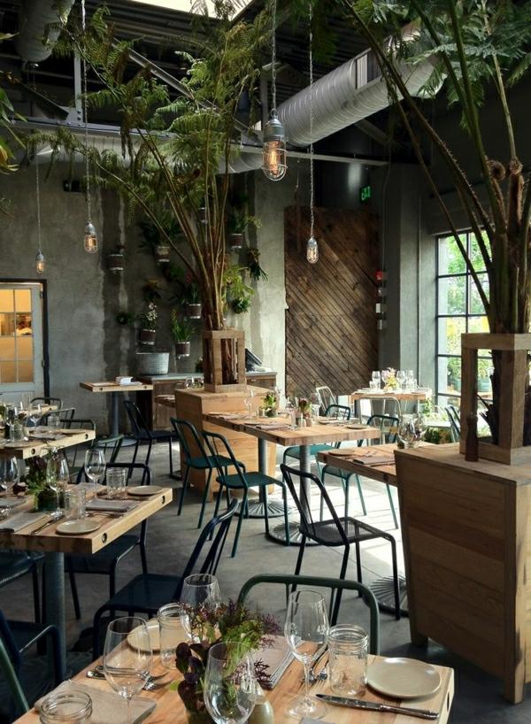 1-resto-industriel-chaise-en-fer-forgé-table-en-bois-industrielle-restaurant