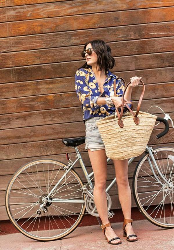 1-sac-à-plage-en-paille-beige-vélo-vintage
