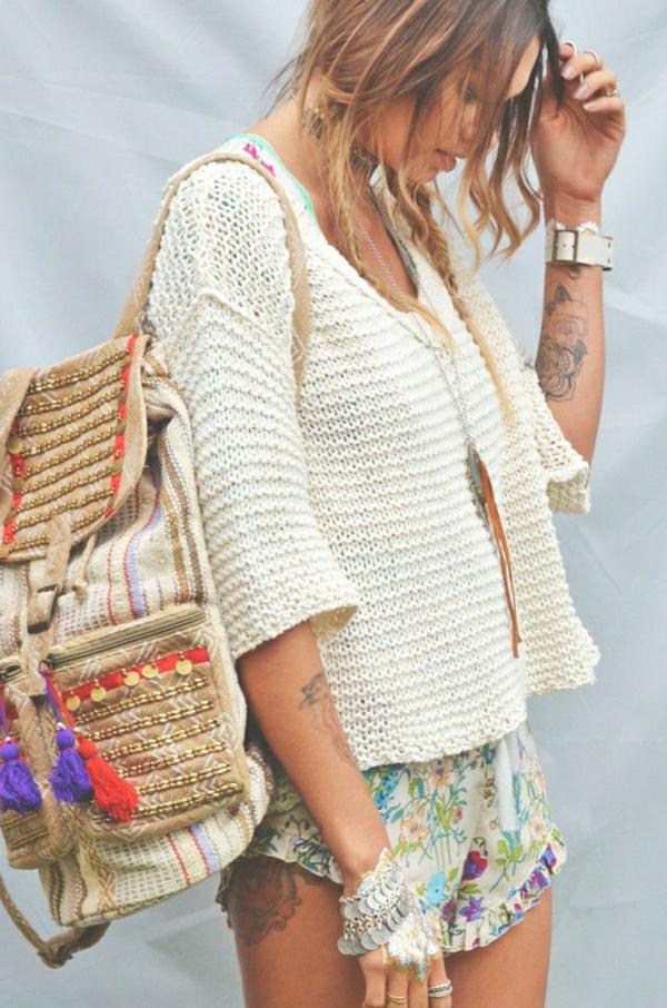 1-sac-a-plage-femme-blonde-sac-coloré-ete
