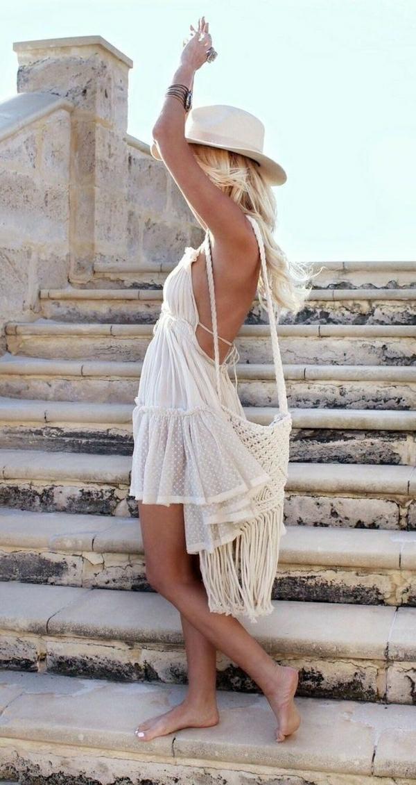 1-sac-de-plage-beige-femme-blonde-été