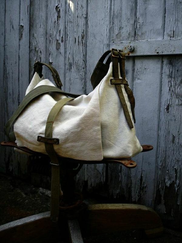 1-sac-de-plage-en-tissu-beige-vert
