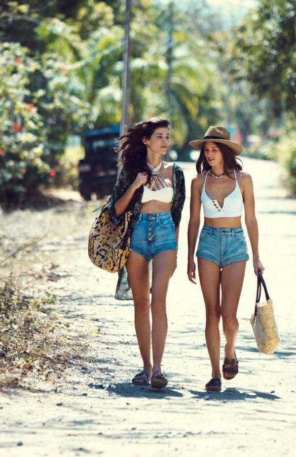 1-sac-de-plage-moderne-filles-marcher-sur-la-plage