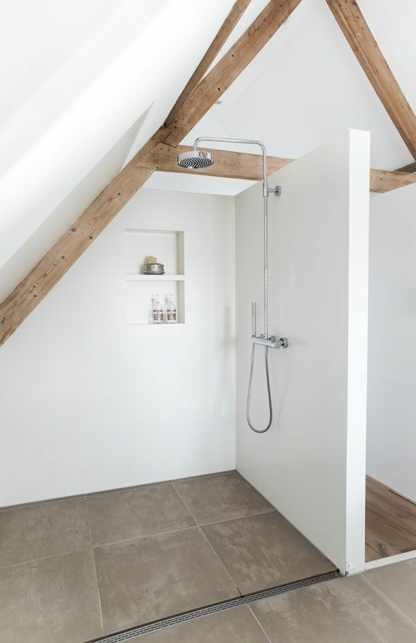 Idee amenagement comble for Amenagement salle de bain sous toit