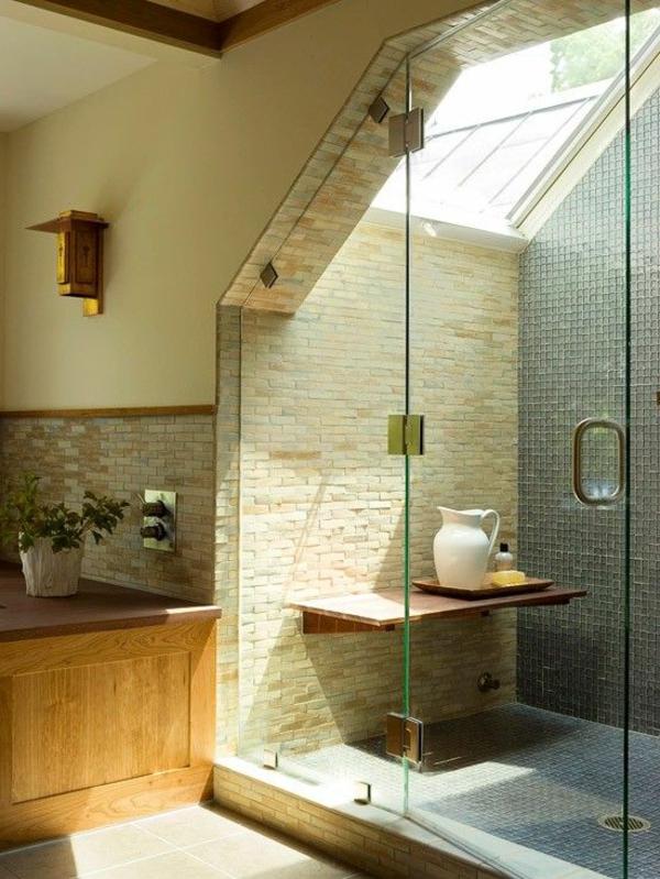 Comment on peut construire une salle de bain sous pente ?