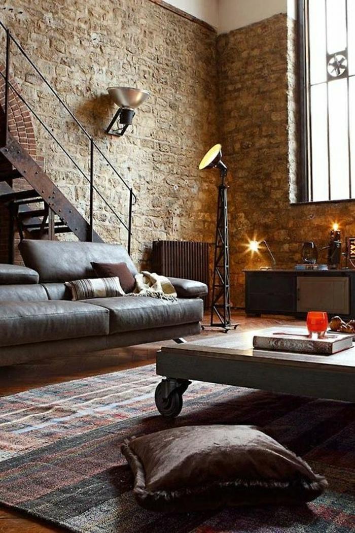 1-salon-en-cuir-canapé-en-cuir-marron-foncé-lampe-décorative-murs-en-briques-intérieur