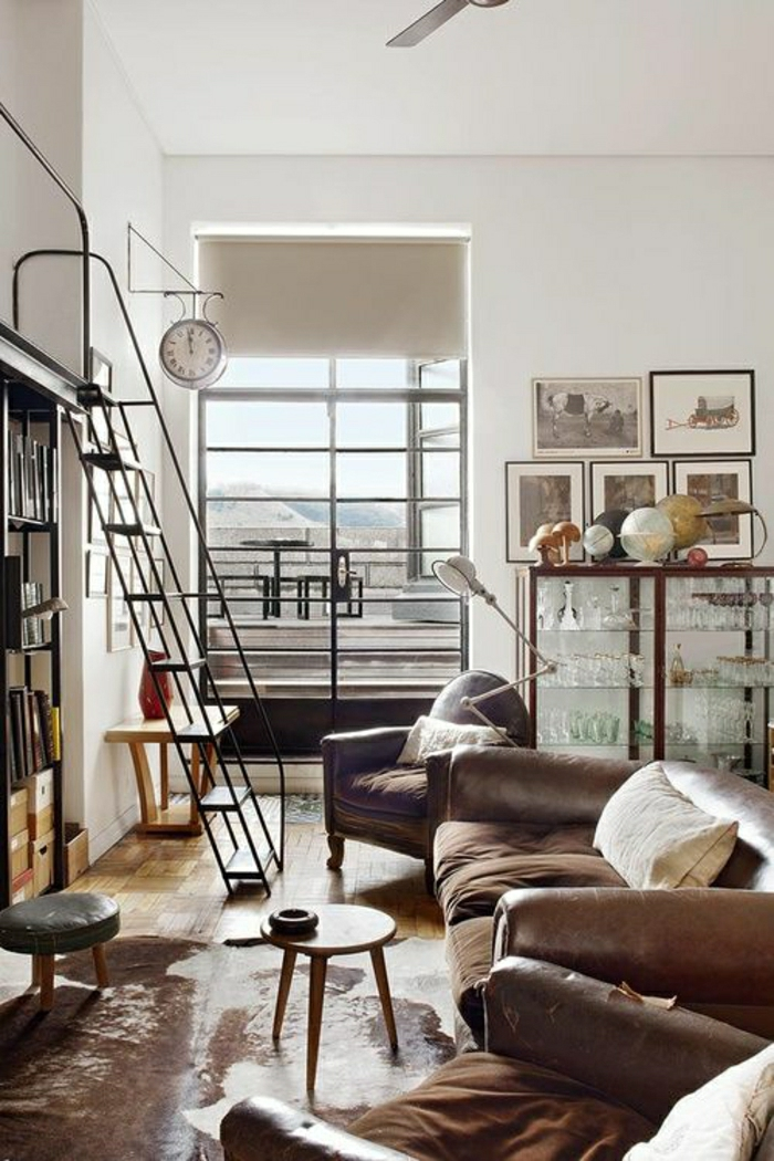 1-salon-en-cuir-marron-tapis-en-cuir-sol-parquet-bois-aménagement-industriel