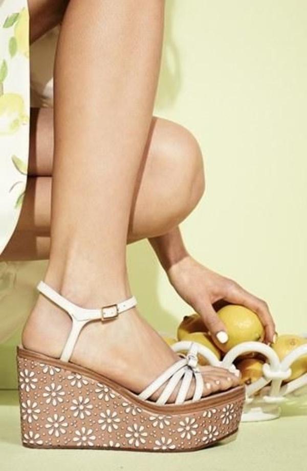 1-sandales-compensées-blanc-en-cuir-mode-femme