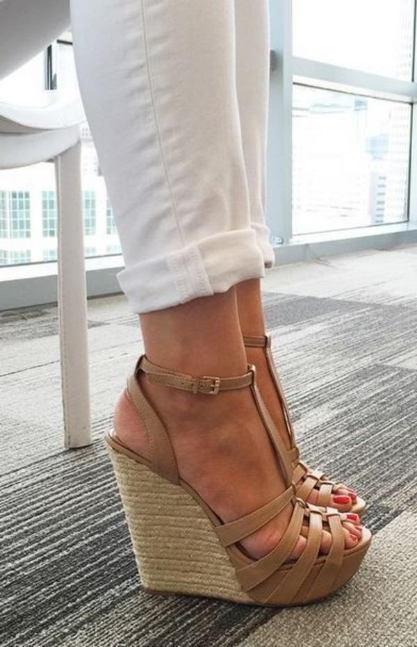 1-sandales-compensées-pantalon-blanc-couleur-marron-femme-mode