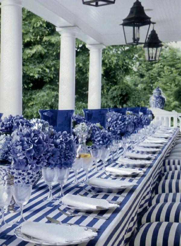1-set-de-table-blanc-bleu-fleurs-bleus-mariage-occasion-special-nappe-aux-rayures-blanc-bleu