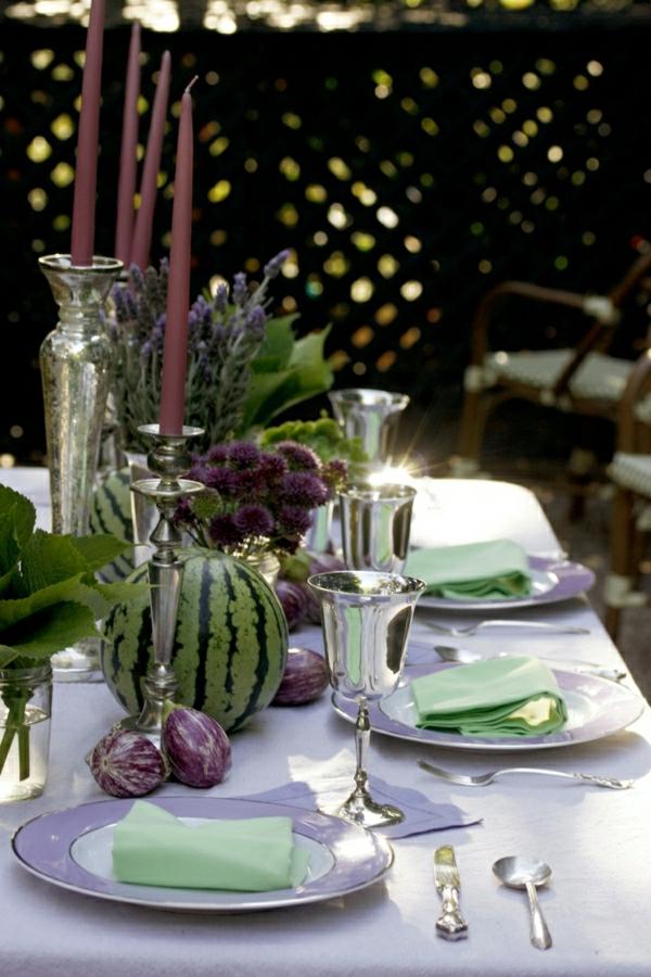 1-set-de-table-violet-élégant-décoration-de-table-fleurs-fete-verres-élégantes