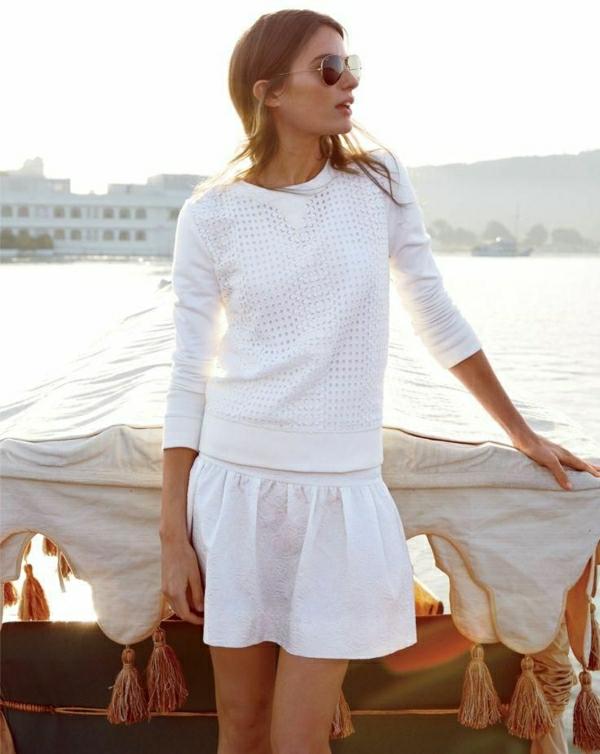 1-sweatshirt-femme-jupe-blanche-été-lunettes-de-soleil