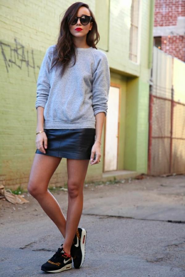 1-sweatshirt-gris-femme-joupe-courte-en-cuir-noir