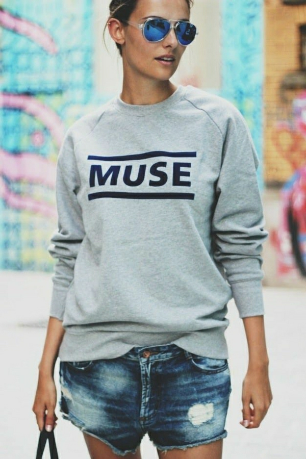 1-sweatshirt-muse-femme-denim-mode-jean-court-street-style
