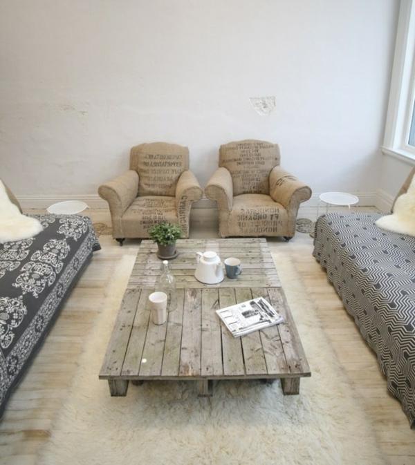 1-table-basse-avec-palette-en-bois-intérieur-insolite-moderne-idée