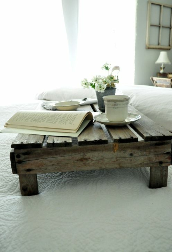 1-table-basse-avec-palette-fleurs-caffee-livre