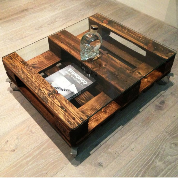 Table basse en palette a roulette - Table basse a roulette ...