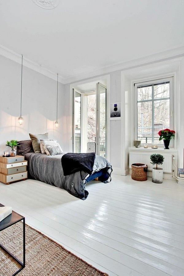 table-de-chevet-chambre-à-coucher-blanc-vaste-fenetre-lit-plantes-verts