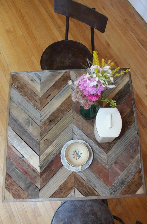 1-table-en-palette-fleurs-chaise-en-fer-forgé