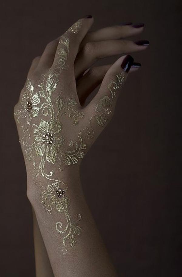 jolie-tatou-henné-or-mariage-fleurs