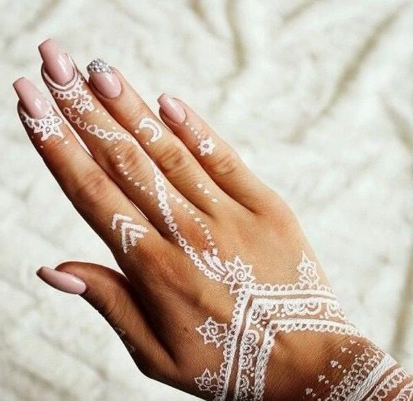 60 id es avec le henn pour cr er de l 39 art - Comment enlever de la teinture sur les mains ...